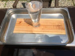 Holzplanke wässern