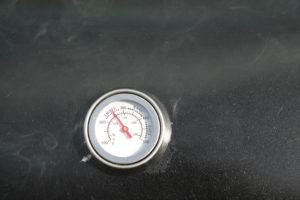 Einbrenntemperatur für den Smoker Grill