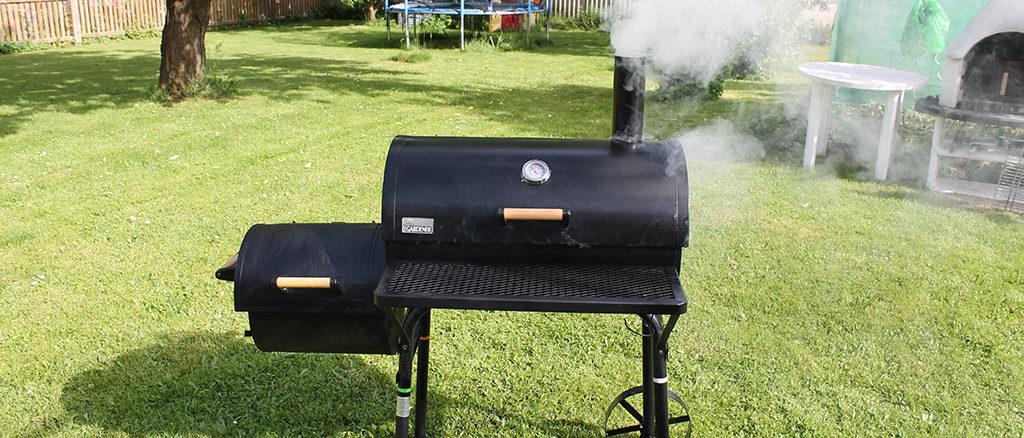 Smoker Grill beim einbrennen