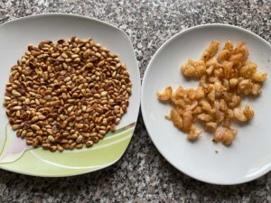 Pinienkerne und Garnelen